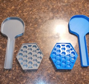 These spoon rests accommodate a wide range of serving utensils and are available in a wide range of colors.